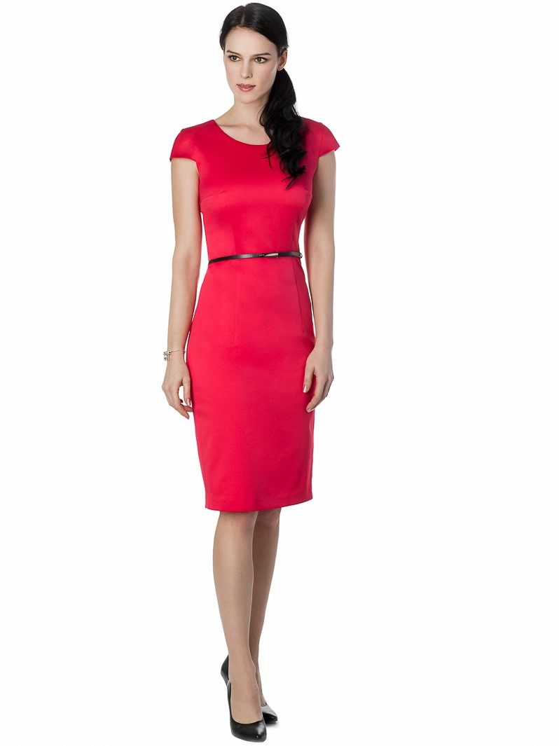 Fitted dress with cap sleeve