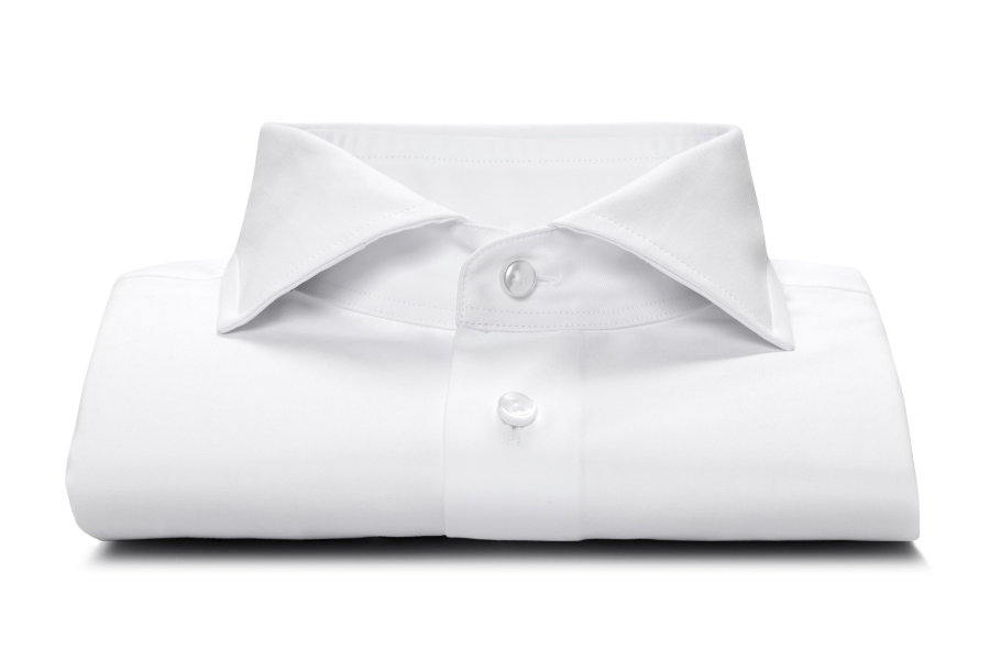 www.richardfox.co White custom shirt with spread collar.